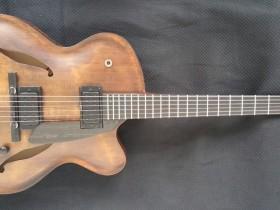 Yuval Amihal的一把VB吉他在Smalls酒吧被偷走了